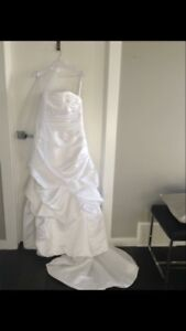 Brand new white wedding gown size 8