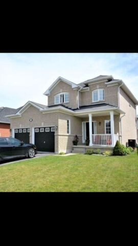3 Bedroom House Barrie close to GO station