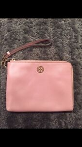 Tory Burch Robinson Wristlet - almost new condition!