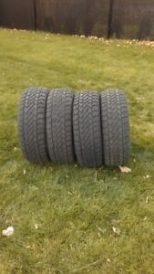 4 Winter tires in excellent condition Size: P225/60R16