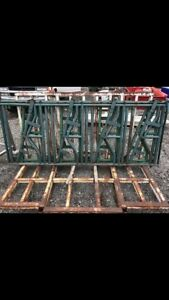 Locking feeder sections