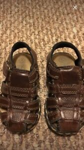 Boys Buster Browns sandals