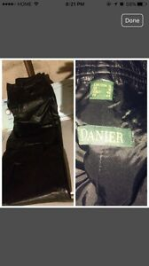 Danier lady's leather pants excellent condition