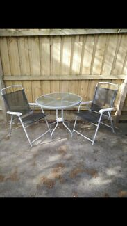 outdoor table and chairs in good condition