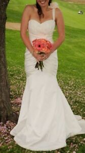 Drop-dead gorgeous, like new, wedding dress, veil.  London Ontario image 2