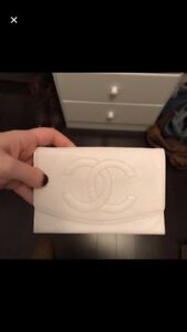 Chanel white caviar wallet