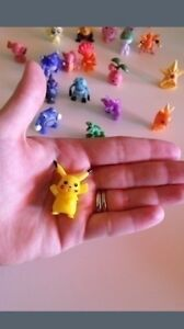 12 Pokemon figurines