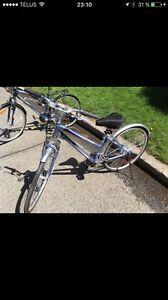 Vélo femme pratiquement neuf
