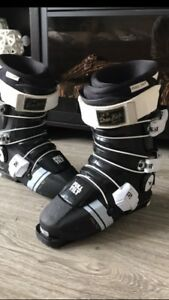 Full Tilt Ski Boots Mens 7-8 or 26-27