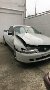 COMMODORE UTE VY DAMAGED . COMPLETE RUNNING UTE