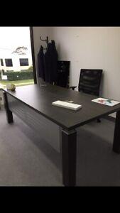 Executive office desk 2mts x 1mt