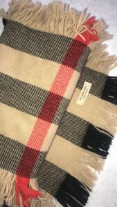 bdfa9914b1b5 Scarf Burberry   Kijiji in Greater Montréal. - Buy, Sell   Save with ...