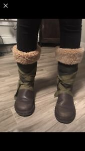 UGG winter boots size 7 but fit like 7.5