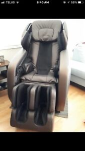 Massage chair with heat. Mechanical foot rollers!