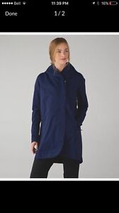 NEW Lululemon Savasana Waterproof Jacket Size 10
