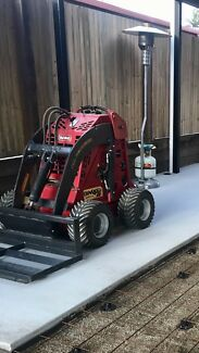 Dingo mini loader, attachments & trailer