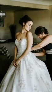 Stunning wedding dress; Maggie Sottero, Swarovski size 4/6