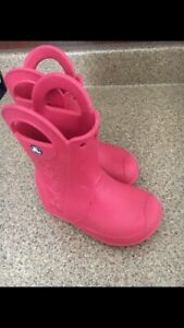 Toddler croc boots size 8