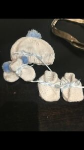 Newborn baby hand knit set