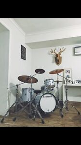 Ludwig Breakbeats white sparkle with Hardware & cymbals Minchinbury Blacktown Area Preview