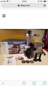 Moulin a viande, machine a saucisses, meat grinder