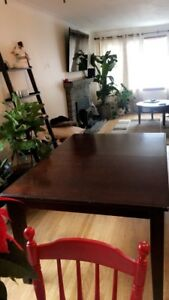 Dining table seats 4-6
