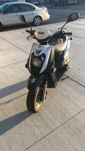2016 yamaha zuma moped/scooter for sale helmet included
