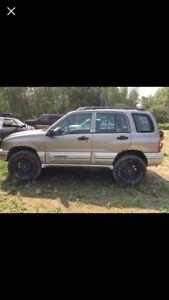 02 Chevrolet Tracker 4x4 NEED GONE