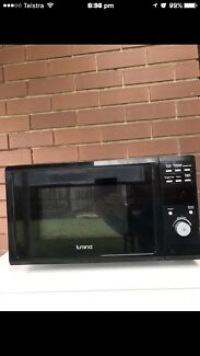 Lumina 23 litre 1400 watt microwave in good working condition $90