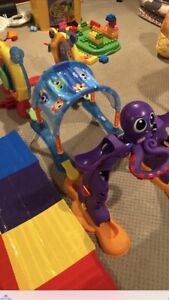 Crawl and play activity center