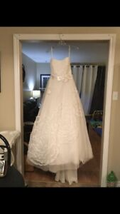 Alfred Angelo Wedding Dress. Size 10/12.. CAN BE ALTERED