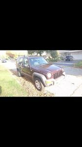 BEAUTIFUL GREAT CONDITION 2004 JEEP LIBERTY