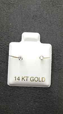 14 KT Yellow Gold Princess Cut Stud Earrings Screw Back (pierced) 2MM 14k Yellow Gold Pierced Earrings