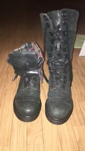 Discontinued Doc Martin's- Ladies size 7