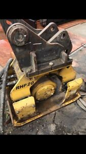 Hydraulic compactor hole pack