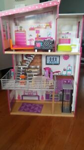 Doll/Barbie house