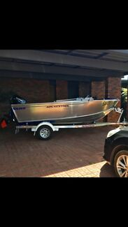 Savage kestrel 425, 40HP 2016 boat + trailer