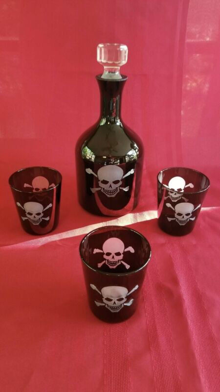 Etched Skull Decanter With 3 Glasses