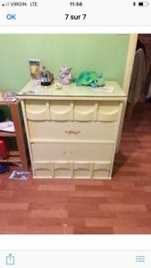 Bureau meuble de linge commode antique.