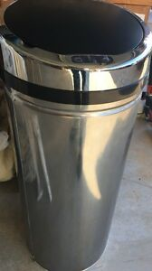 Hands free motion sensor automatic bin with freebies Dakabin Pine Rivers Area Preview