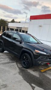 *FOR SALE* 2016 Jeep Cherokee Trailhawk LIKE NEW