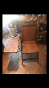 Chaise pupitre antique en bois. Excellente condition!