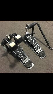 Dw 3000 double kick pedals- near new
