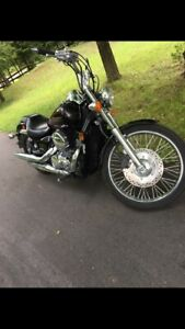 2010 Honda shadow spirit 750cc  super clan. LOW KM