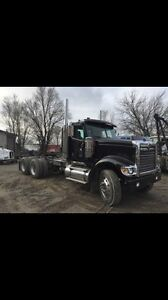 2001 International 9900 Day cab tractor
