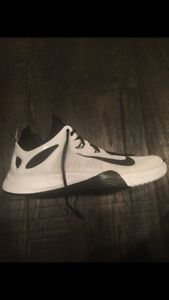 2015 hyperev Nike men's size 10 basketball shoes