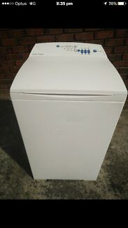 Fisher& Paykel 5.5 kilo washing machine in good working condition