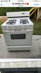 Maytag Gas Stove, mint condition,  flexible pipe included,