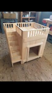 Doghouse/cathouse,  indoors,  with side steps and upper deck