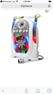 KARAOKE SYSTEM WITH EXTRA 4 CD PACK
